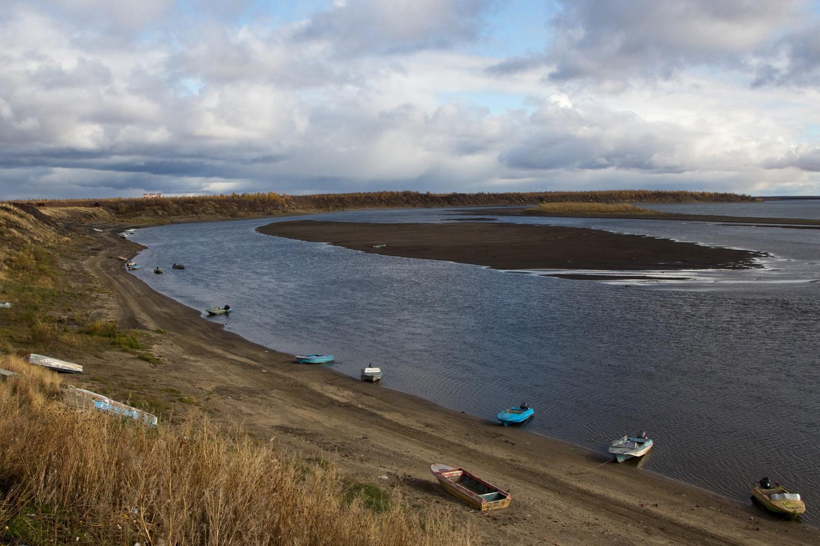 река Хета у поселока Волочанка