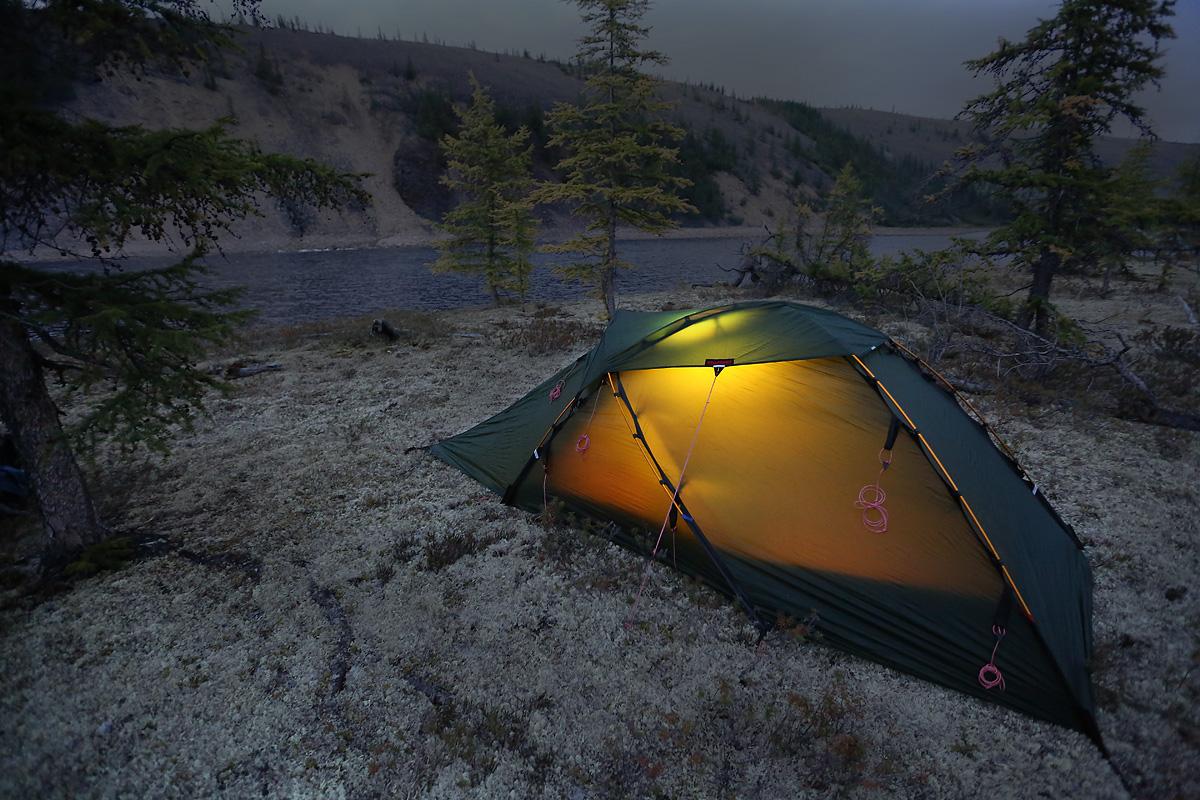палатки ночью